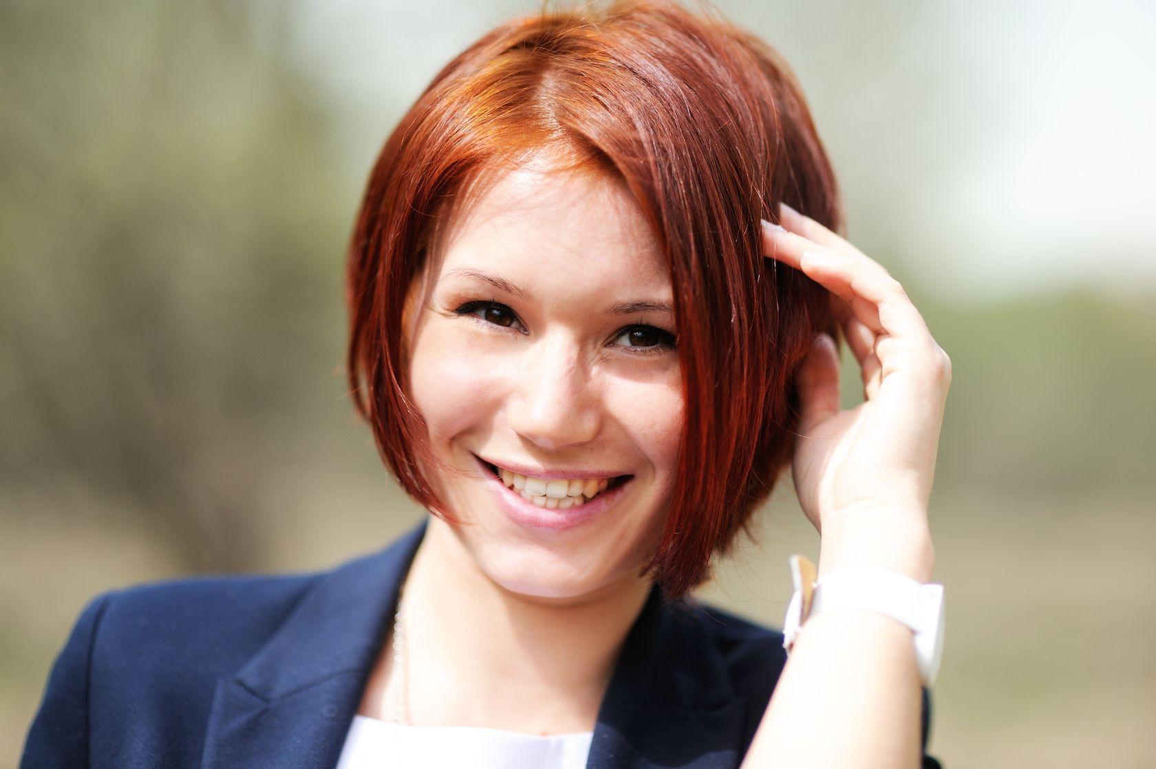 стрижки на средние волосы фото рыжие