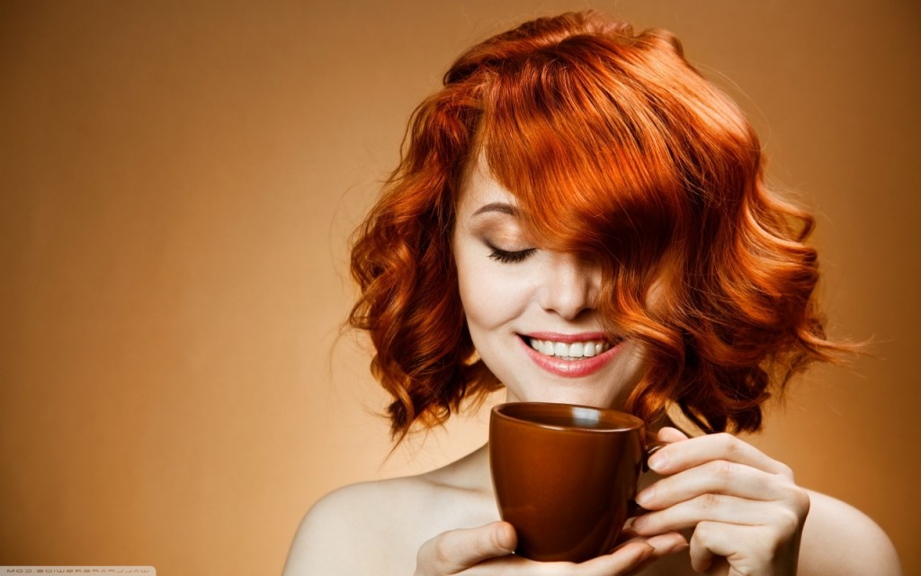 red_haired_woman_drinking_coffee-wallpaper-1280x800