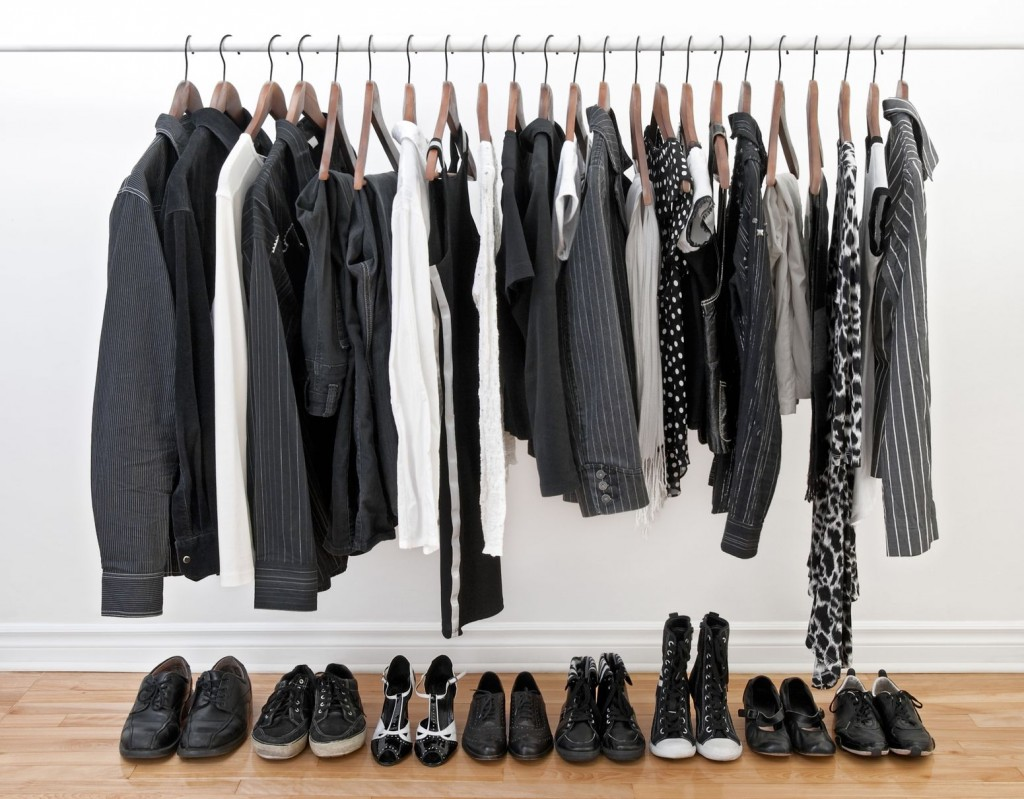 9 clever ways to organize your closet weekly sauce for How do you organize your closet